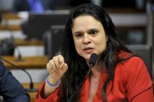 """Janaína desmascara reportagem da Folha e detona: """"Vergonhosa e enganosa! Nojo!"""""""