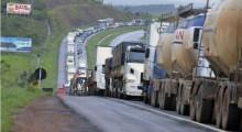 URGENTE: Em ato seguinte ao dia 7, caminhoneiros param rodovias em várias regiões do país (veja o vídeo)