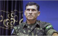 General escorraçado do Planalto por Bolsonaro tem encontro com petistas e máscara se espatifa