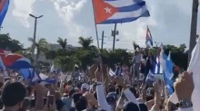Cubano que rasgou foto de Fidel em manifestações de julho é condenado a 10 anos de prisão