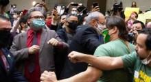 Deputado relembra o dia em que esquerdistas defecaram na Câmara de Porto Alegre