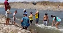 """""""Velho Chico"""" chega com força à Paraíba e povo não contém emoção no primeiro contato com as águas (veja o vídeo)"""