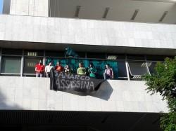 Protesto no escritório da Samarco em BH