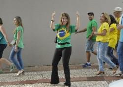 Piada: Antonieta na passeata contra a corrupção