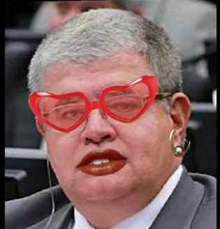 Deputado da 'tropa de choque' de Cunha é humilhado nas redes sociais