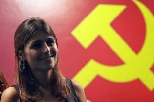 Manuela, linda, bela e comunista, mas cuida zelosamente de seu patrimônio