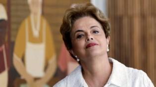 Dilma joga toda a culpa da corrupção no PT e faz alerta sobre fim do partido