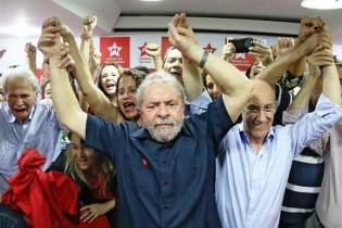 Em artigo na 'Folha', Lula diz que tem a consciência tranquila e o reconhecimento do povo
