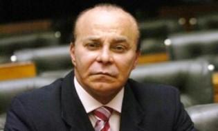 Parlamentares do mal sufocados pelo povo: Veja a chegada de Aníbal Gomes em Fortaleza (Vídeo)