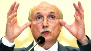 Serraglio, desmoralizado e sem condições de permanecer ministro