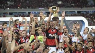 Vídeo flagra juiz de Fla-Flu gesticular como torcedor no gol do Flamengo (veja o vídeo)