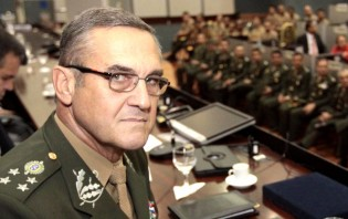 Comandante rechaça punição a Mourão e vem à tona que ele próprio já houvera admitido intervenção
