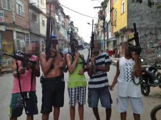Policial revela a realidade da conivência de moradores da Rocinha com o tráfico (veja o vídeo)
