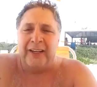 Curtindo a vida, Garotinho esnoba e curte praia sem tornozeleira (veja o vídeo)