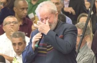 Lula na missa de Marisa: o choro e a promessa que a Lava Jato não permitiu cumprir (Veja o Vídeo)