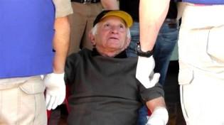 Idoso reage a assalto no bar do filho e acaba preso (Veja o Vídeo)