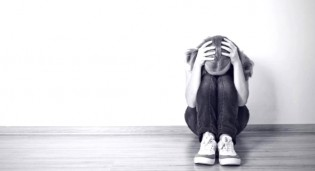Mãe é suspeita de estupro de menina de 9 anos e pai e vereador é preso por omissão