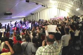A ditadura petista na UNB e a insana homenagem à ré Gleisi Hoffmann