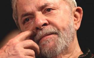 Na véspera da prisão, Lula não esbanja a mesma saúde e falta evento