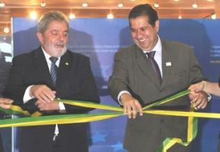 Ex-aliado e ex-ministro, Lupi recusa convite e agora foge de Lula