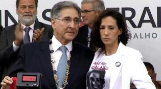 Ao receber a medalha da Inconfidência, viúva de Marielle levanta a bandeira do MST (Veja o Vídeo)