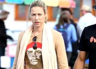 Luana Piovani cumpre promessa, vai a Curitiba e leva MAÇÃ para Lula (Veja o Vídeo)