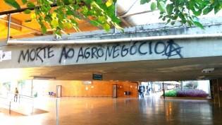 Alunos de esquerda invadem aula e querem o fim do curso de Agronomia da UNB (Veja o Vídeo)