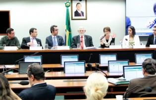 Estudantes emudecem deputados da Comissão de Direitos Humanos da Câmara (Veja o Vídeo)