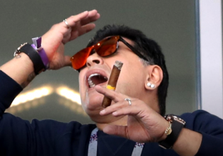Maradona é flagrado desrespeitando regra da Copa e poderá ser punido