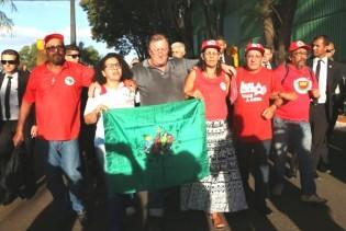 Grevistas de fome fazem ato na frente da casa de ministro do STF e falam em nome do povo brasileiro (Veja o Vídeo)
