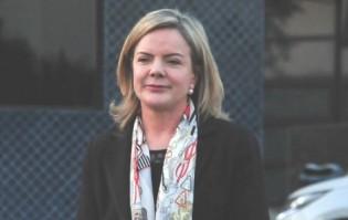 """Juíza acaba com """"mamata"""" e impede Gleisi de visitar Lula na condição de advogada"""