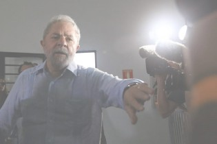 Júnior é o agente petista da PF, infiltrado em Curitiba, que atende todos os desejos de Lula