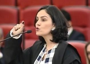 Advogada que detonou a defesa de Lula no TSE bombardeia o PT com mais seis ações (Veja o Vídeo)
