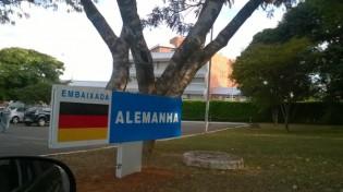 """A Embaixada da Alemanha no Brasil e a palhaçada sobre """"Nazismo""""."""