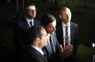 """Advogados viram """"marqueteiros"""", contratante permanece anônimo e Adelio tem status de """"celebridade"""""""