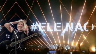 """Roger Waters é vaiado por 40 mil pessoas por propaganda """"#EleNão"""" (veja o vídeo)"""