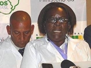 """Bolsonaro """"decreta"""" o fim da escravidão dos médicos cubanos"""