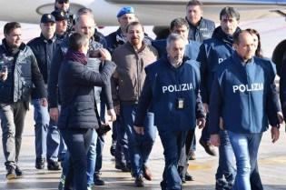 Na Itália, cabe ao próprio Battisti desmoralizar os seus defensores ideológicos brasileiros