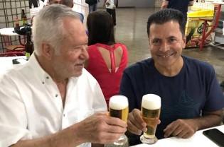 Alexandre Garcia faz brinde por vitória judicial contra ex-ministro de Lula