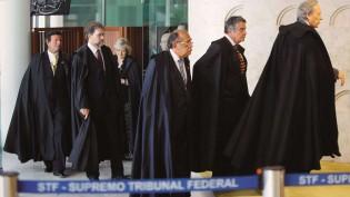 "Esquerda silencia ante a ""Ditadura dos Togas Negras"""