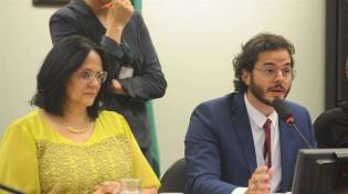 Damares elogia namorado de Fátima e resposta é o deboche com o abuso sexual que a ministra sofreu (Veja o Vídeo)