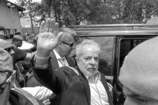 """Folha, em franca decadência, finalmente se rende e reconhece que Lula é """"ladrão"""""""