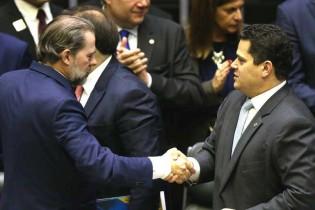 Toffoli consolida banquetes nababescos e Alcolumbre mantém engavetado pedido de impeachment