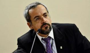 Reitores devem 'prestar contas' e professores passarão por testes regulares, afirma ministro da Educação
