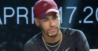 """Abatido, Neymar dá sua versão e desmascara com provas a """"cilada"""" do estupro (Veja o Vídeo)"""