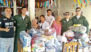 Militares da FAB doam alimentos para lar geriátrico de Parnamirim (RN)
