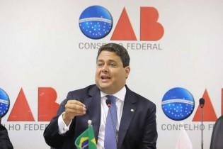 """Santa Cruz, talvez em risco de ser o próximo, considera """"execrável"""" buscas no escritório do advogado de Lula"""
