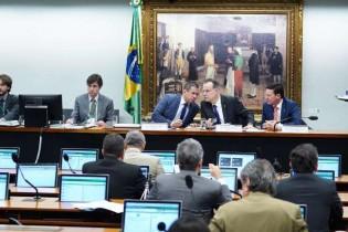 """A PEC 06/2019 e a """"demissão de servidores"""" que se aposentarem pelo INSS/RGPS: um tiro no pé da Previdência"""