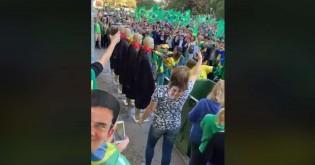 """Em Porto Alegre, manifestantes lavam togas de """"ministros"""" do STF (Veja o Vídeo)"""