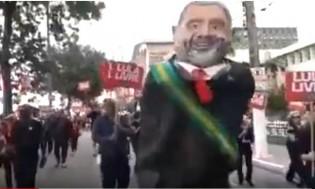 """Militantes da causa """"Lula Livre"""" recebem sonora vaia após o desfile de 7 de setembro (Veja o Vídeo)"""